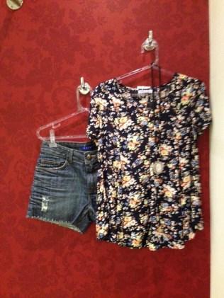 Trendy Store_Blusa floral e jeans