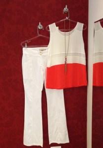 Trendy Store_Blusa off e coral e flare piquet off-white