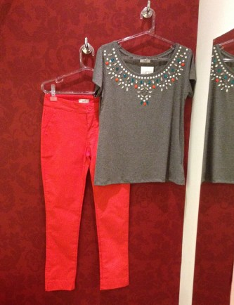 Trendy Store_Blusa pedraria e calça coral