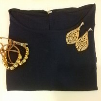 Trendy Store_Blusa, brincos folheados e pulseira em strass e courinho