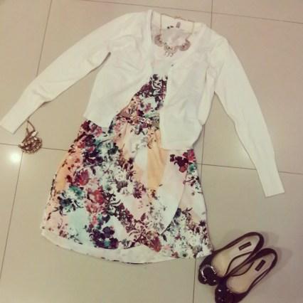 Trendy Store_Cardigã e vestido floral