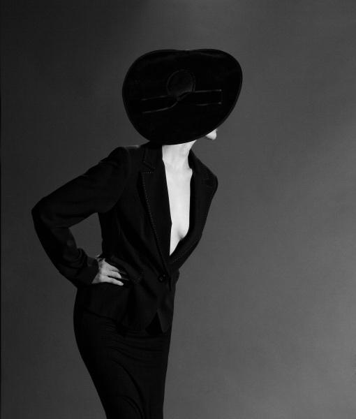Fashion Noir (Maja Szcumczyk), James Hall