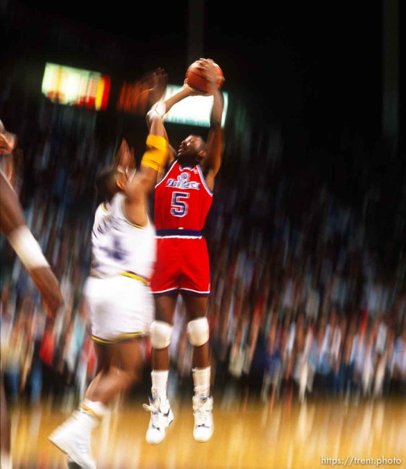 Slow shutter jump shot at Utah Jazz vs. Washington Bullets.