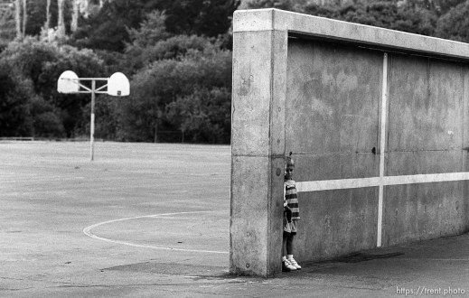 "Kids in their ""top secret hideout"" at first day of kindergarten"
