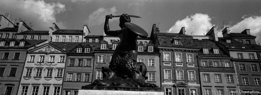 Warsaw statue in the old town market (rynek)