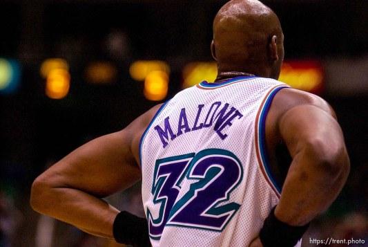 Karl Malone. Jazz vs. Charlotte Hornets. 12/04/2001, 7:34:46 PM