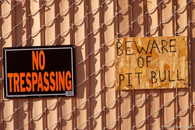no trespassing pit bull sign
