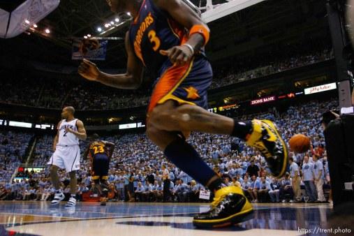 Salt Lake City - Utah Jazz vs. Golden State Warriors, NBA Playoffs basketball, second round, Game Two, at EnergySolutions Arena. Golden State Warriors forward Al Harrington (3) dunks