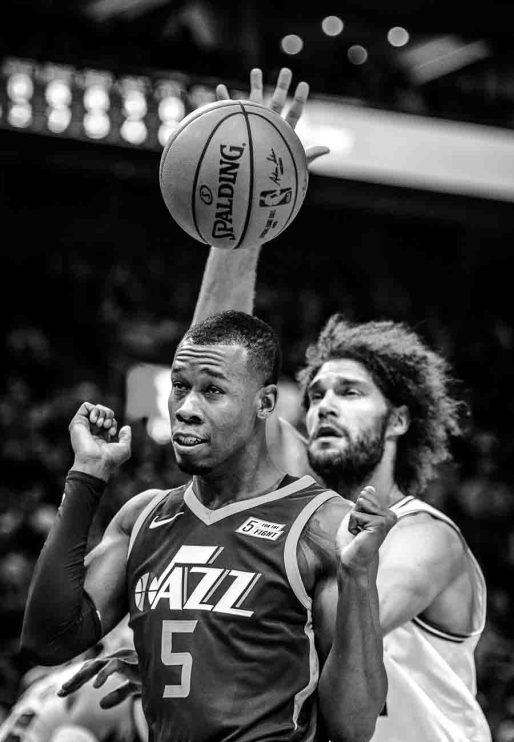 Utah Jazz guard Rodney Hood (5) and Chicago Bulls center Robin Lopez (42) as the Utah Jazz host the Chicago Bulls, NBA basketball in Salt Lake City Wednesday November 22, 2017.