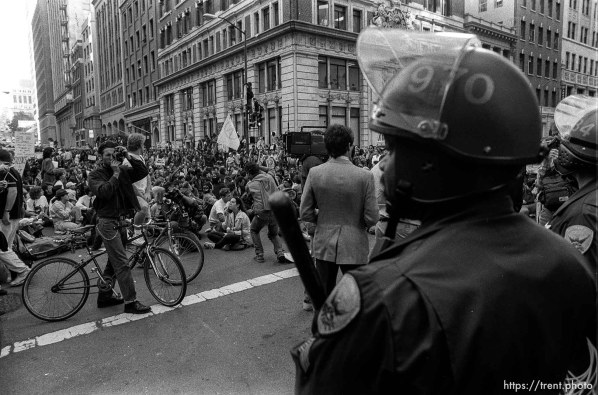 Man takes photo of police at Gulf War protest when hundreds of people shut down the Pacific Stock Exchange.