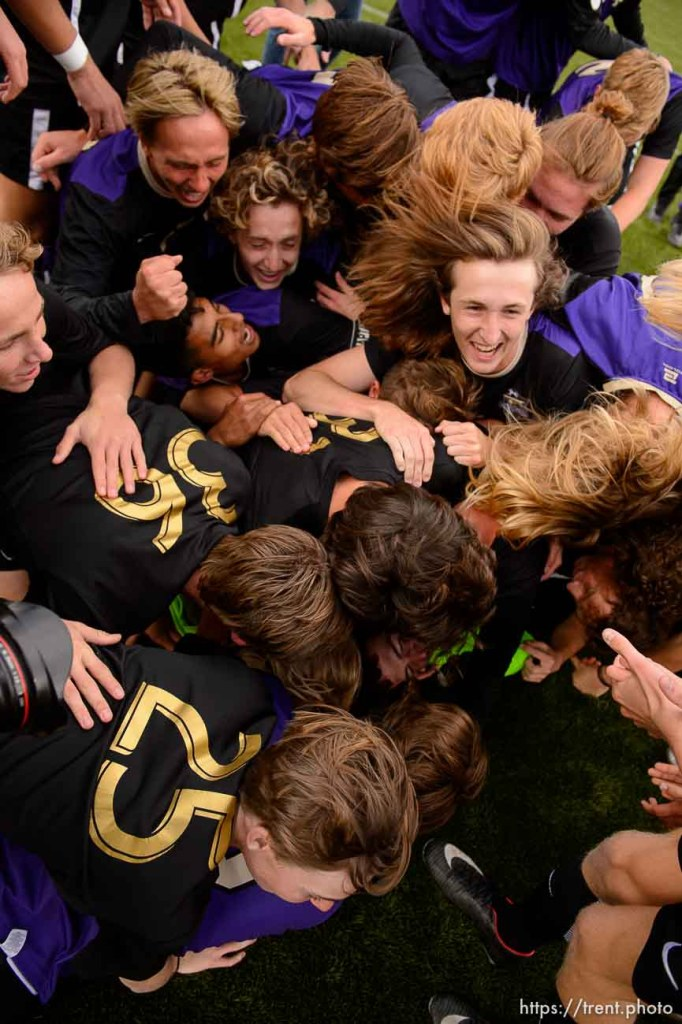 (Trent Nelson | The Salt Lake Tribune) Desert Hills players celebrate their win over Park City High School in the 4A state championship game, Saturday May 12, 2018.