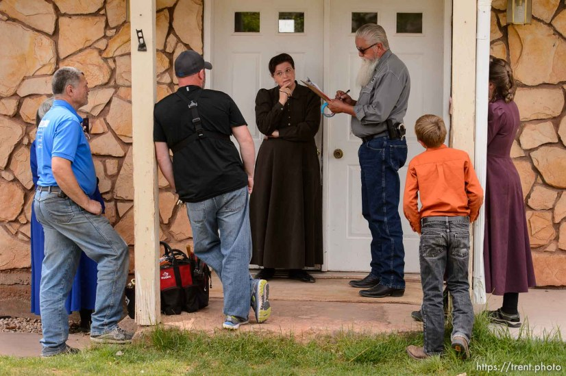 Trent Nelson | The Salt Lake Tribune An FLDS woman confronts UEP agent Ted Barlow and Mohave County Constable Mike Hoggard as they evict her from her home in Colorado City, AZ, facing eviction, Tuesday May 9, 2017.