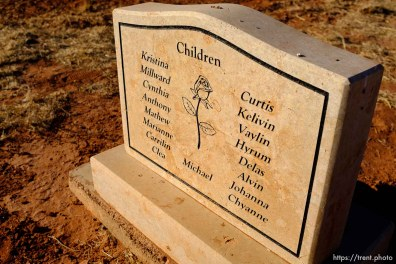 Seventeen children listed, on the marker for Janalin White Jessop