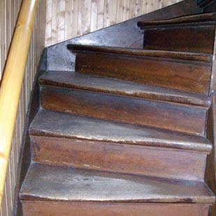 Holztreppe Alte Treppe neu