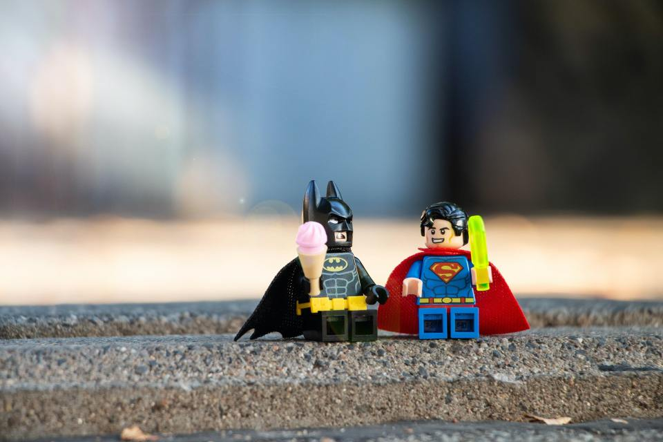 Batman e Superman come omini lego