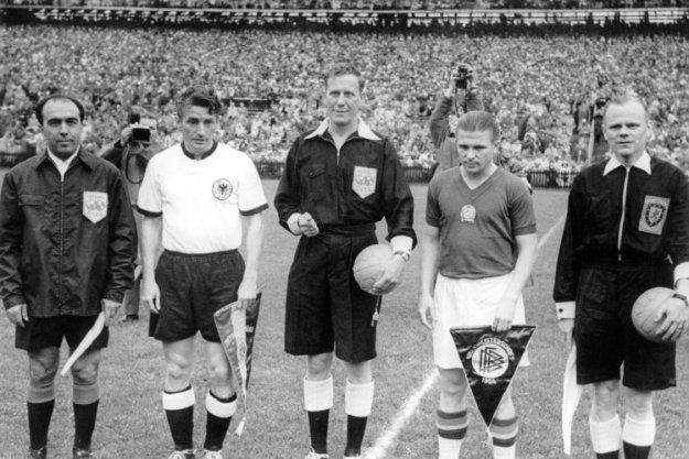 a58e3d95574fd 04 07 1954 - Alemanha Ocidental 3 x 2 Hungria - Três Pontos