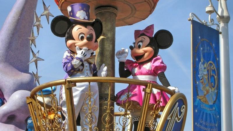 Le Disney Stars on Parade e lo spettacolo Disney Illuminations. Vivere il parco Disneyland Paris.
