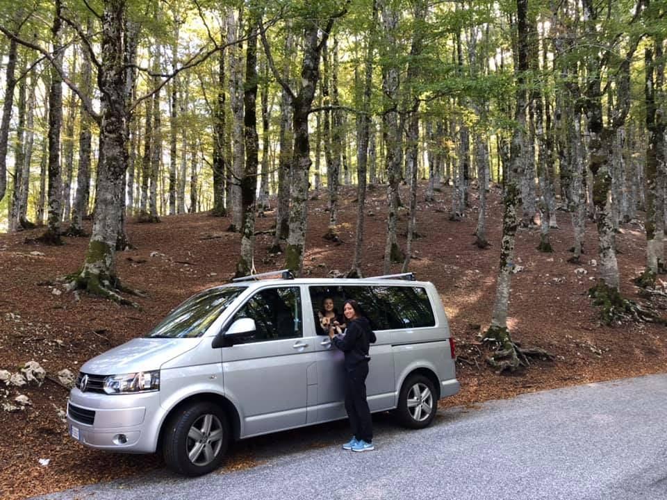 parco nazionale d'abruzzo con il cane , camosciara, sentieri naturali, trevaligie