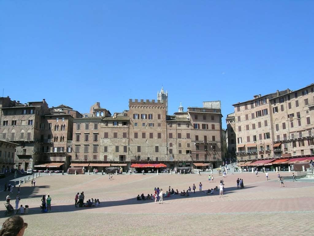 Il centro storico di Siena è chiuso al traffico, e quindi a misura d'uomo e di bambino!