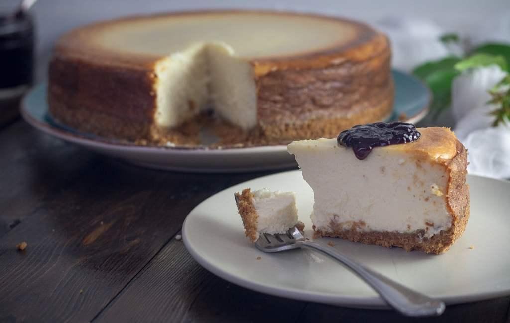 Della Cheesecake esistono numerose varianti, ma la più buona rimane quella americana, fatta con formaggio Philadelphia e Graham Crackers.