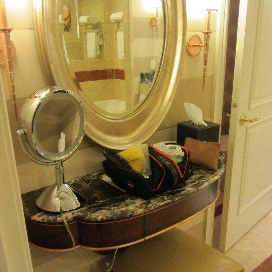 L'angolo per il trucco dedicato alle signore è una vera chicca delle suite dell'Hotel Venetian.
