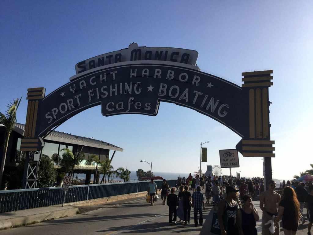 Il Cartello che segna l'entrata del pier di Sant Monica risale agli anni '40, ed era la segnaletica del vecchio attracco delle imbarcazioni.