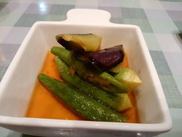 12日 八丈島 夕食の料理 島野菜の煮びたし