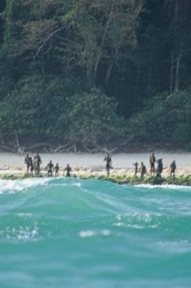 Безмилостни убийци, сексуални маниаци и щастливи ловци – това е племето, убило американския мисионер на забранения си остров