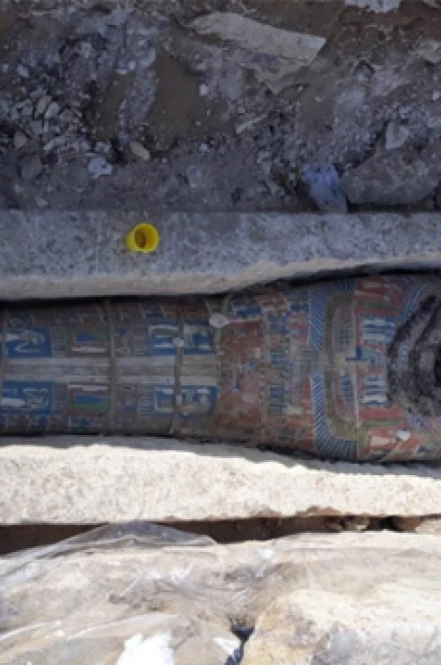 Откриха осем тайнствени мумии в двойни саркофази в Египет (СНИМКИ)