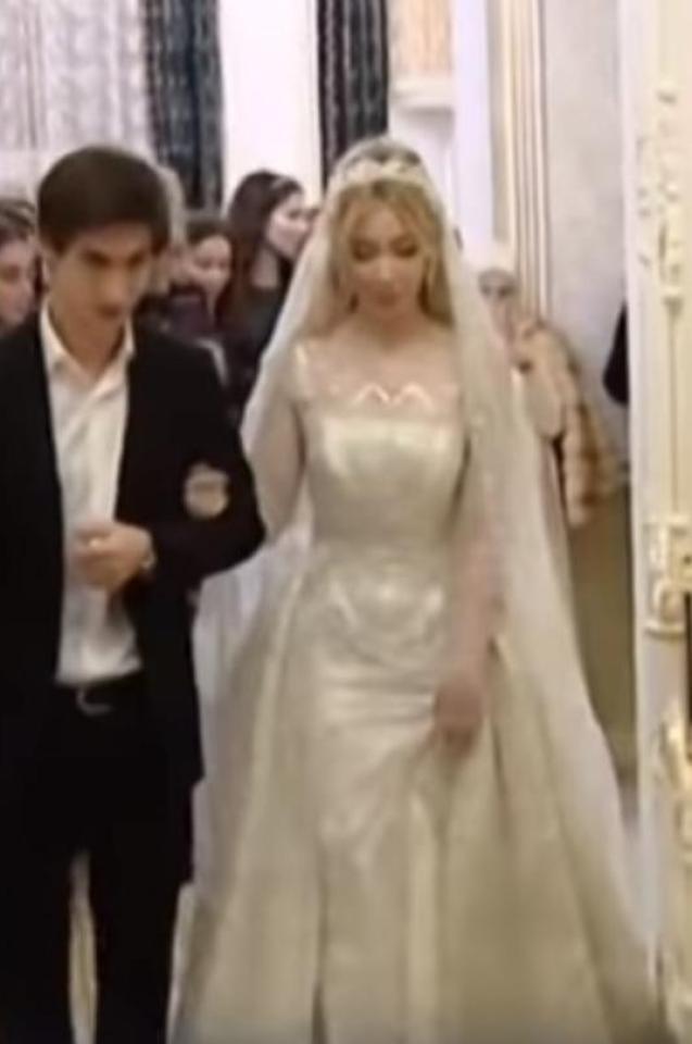 Тежка сватба на внучката на чеченски магнат: Две скъпарски рокли и 32 куфара зестра! Тези обичаи ще ви изненадат (СНИМКИ/ВИДЕО)