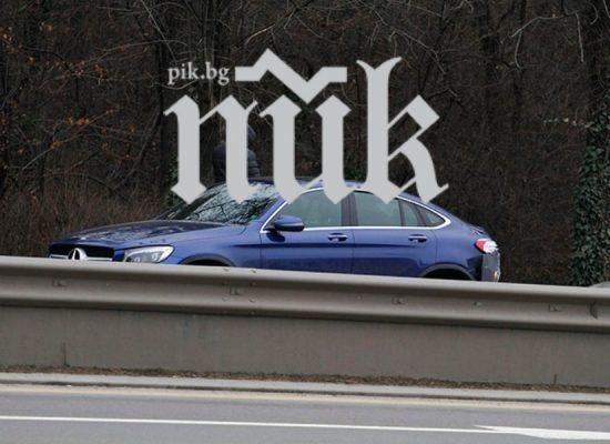 Потрошеният джип на Деси Банова сватбен подарък от Плевнелиев (Вижте колко се изръсил за возилото)