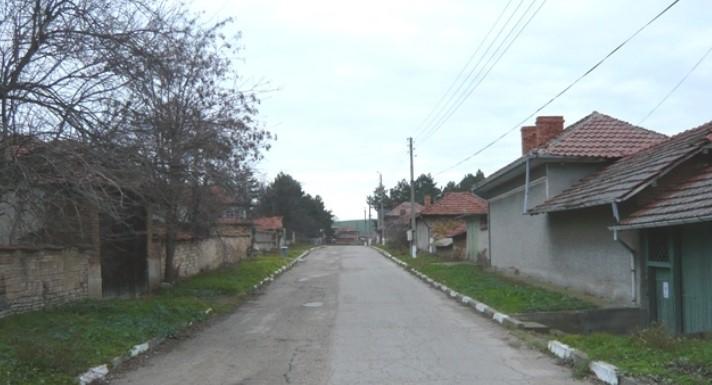 Българи и чужденци се тълпят всяко лято пред лековито Аязмо: Цери слепи и безплодни