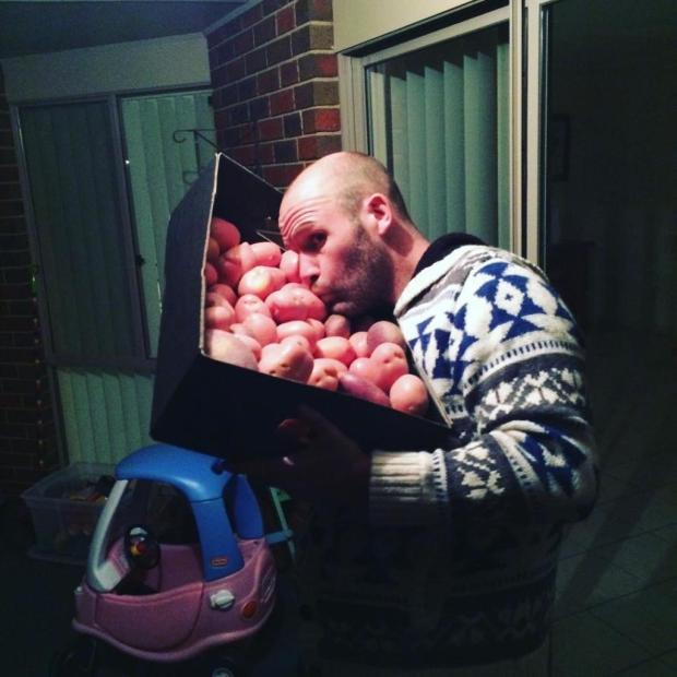 Мъж яде само картофи цяла година