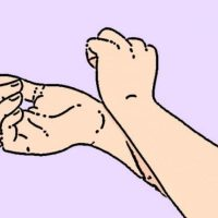 При световъртеж или замаяност притиснете тези 3 точки на ръцете си