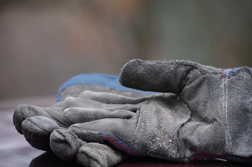 Какви работни ръкавици да изберем?