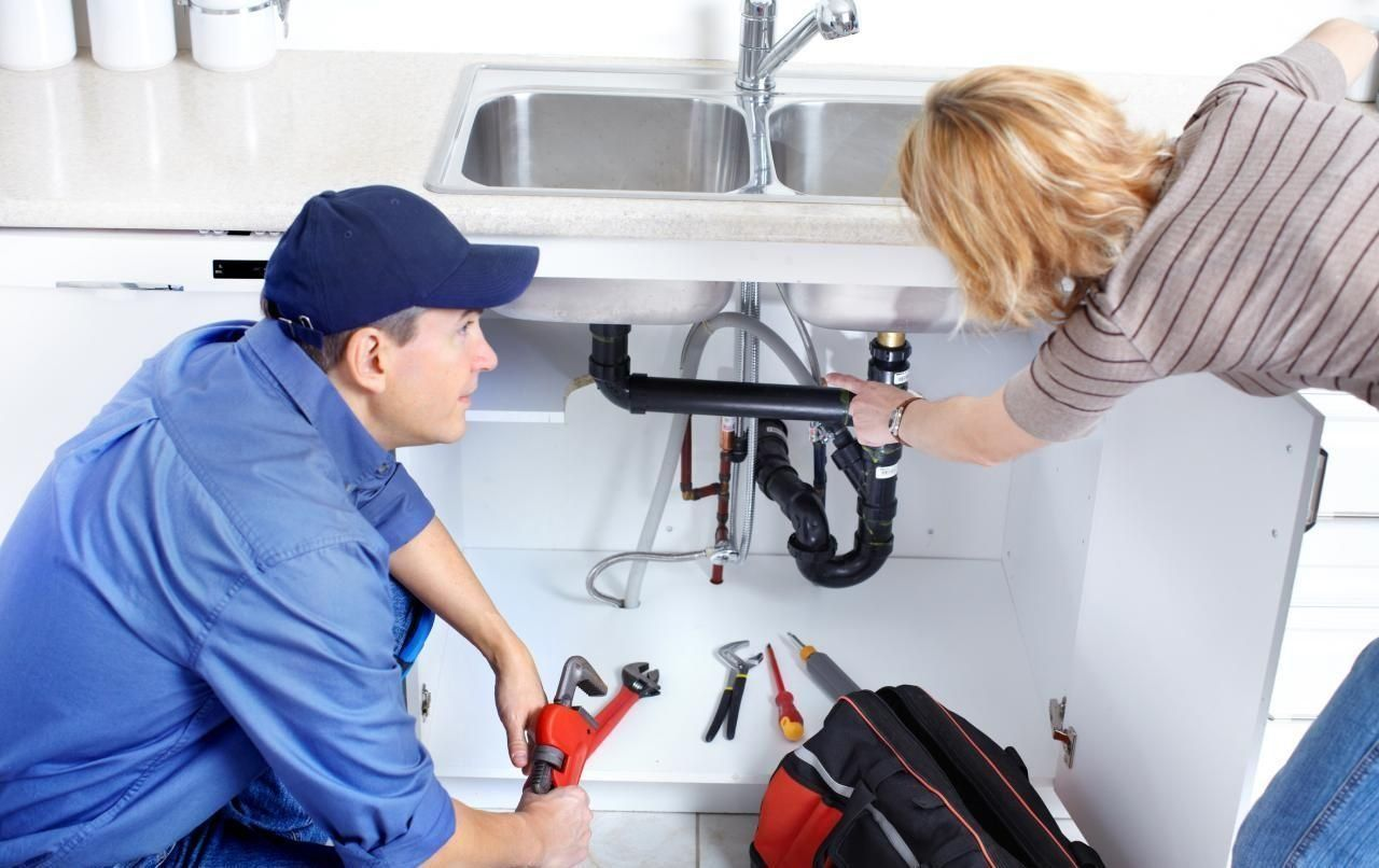 Чудили ли сте се някога, какво всъщност правят водопроводчиците?