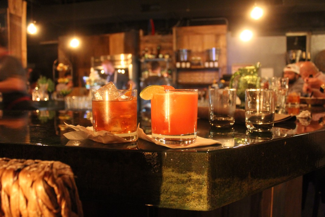 drinks-on-the-bar-at-vintage-sofa-bar