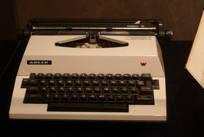 maya-angelou-typewriter