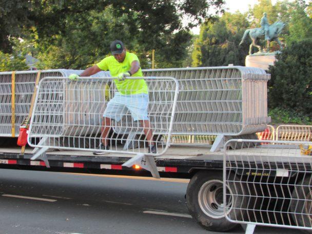 barricades Lee