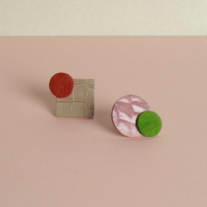 Two kinds of leather earrings Mimiphis on the pink table