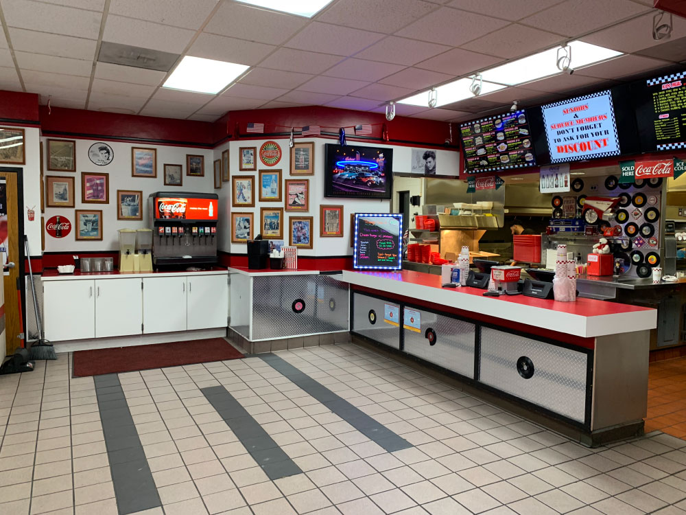 Family Dining for Burgers at Triangle Drive In on McKinley Ave in Fresno, CA