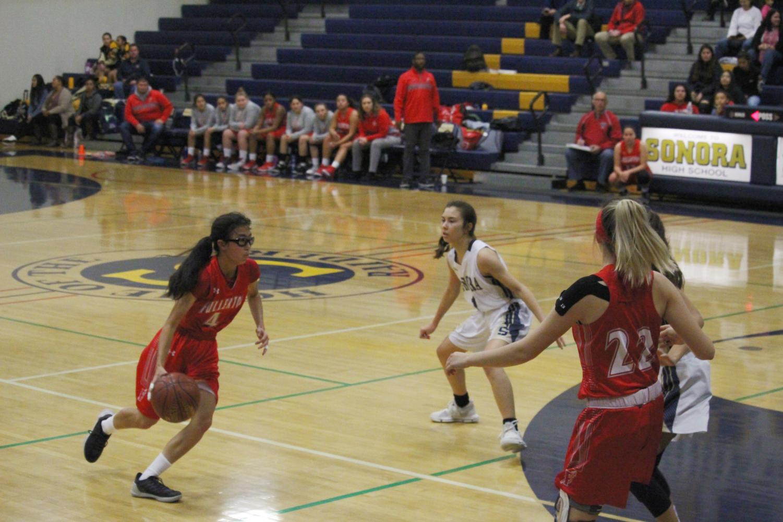Sophomore Madeline Yang drives towards the basket. Photo by Anthony Rugama.