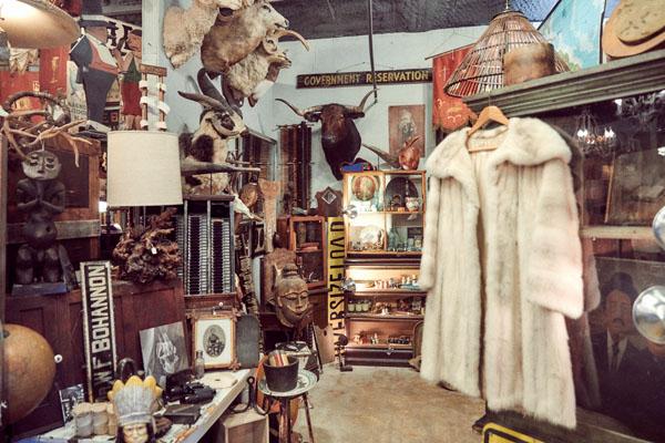living with leah, leah ashley, austin, vintage shops, shop, austin thrift, tribeza