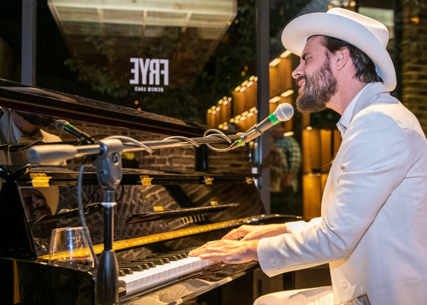 texas piano man robert ellis, frye