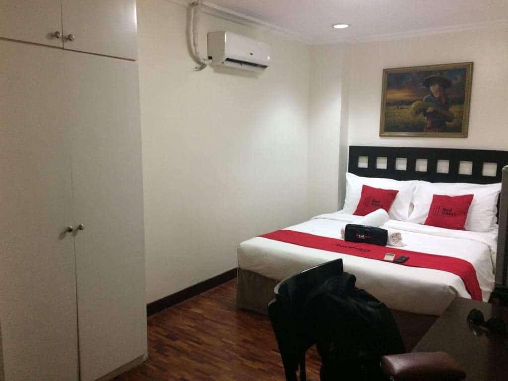 RedDoorz Premium near Greenbelt Makati Actual Photo