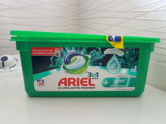 capsules Ariel pods + Touch Of Lenor Unstoppable