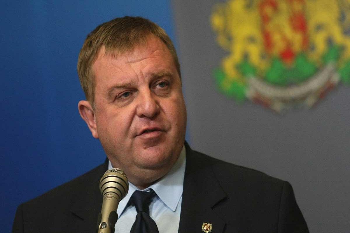 Каракачанов: Бугарија не е разграден двор, ќе реагираме веднаш против бегалскиот бран