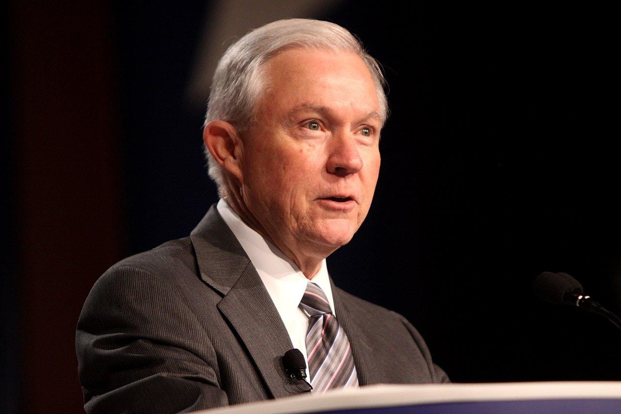Jeff Sessions: DOJ nu se va asocia cu grupurile care îi defăimează pe nedrept pe americani, grupuri ca SPLC