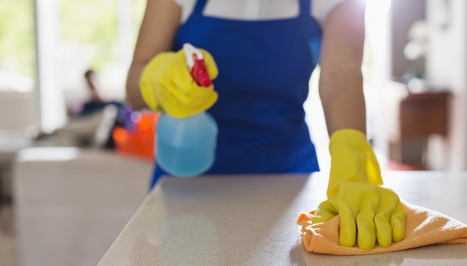 TRUCURI UTILE pentru gospodine! Balsamul de rufe îți face casa să strălucească de curățenie