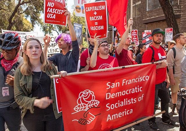Fantezia promisiunilor false ale socialismului neexaminat